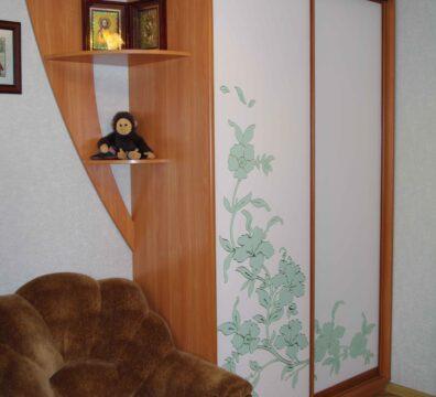 Двухдверный шкаф купе в спальню