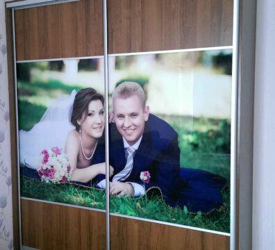 Шкаф купе в спальню с портретом заказчиков
