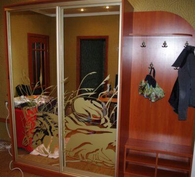 Шкаф купе в прихожую с крашеными зеркалами