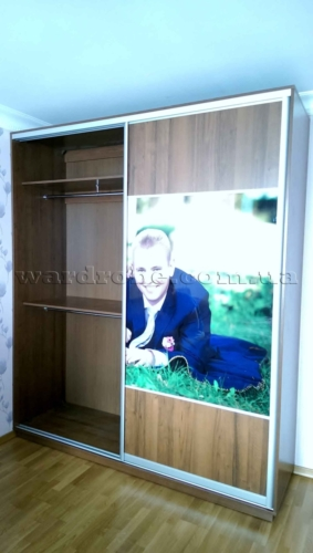шкаф купе с портретом заказчиков, левая сторона