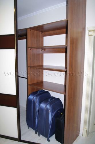 шкаф купе угловой в спальню, отделение для чемоданов