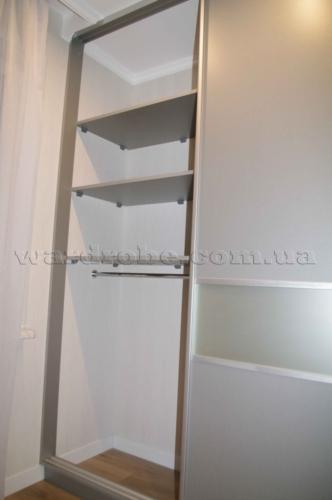 Серый шкаф купе