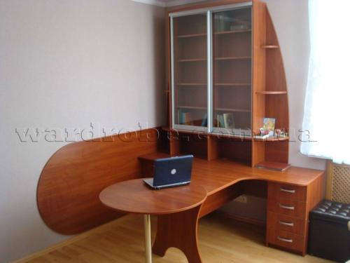 шкаф-купе с пиьменым столом