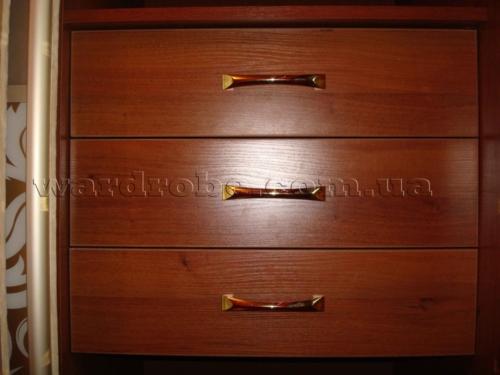 ящики внутри шкафа