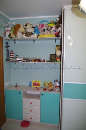 шкаф-купе с комодом в детскую