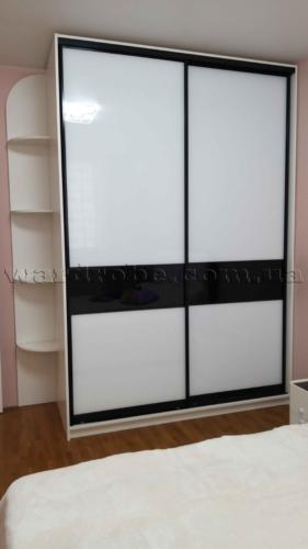 Шкаф-купе в спальню с фасадом из комбинированного lacobel